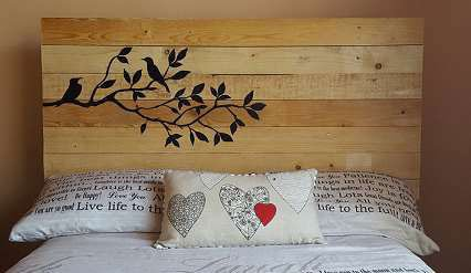 pallet-headboard-bird-branch