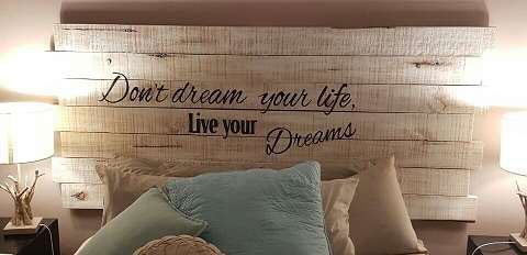 pallet-headboard-live-dreams